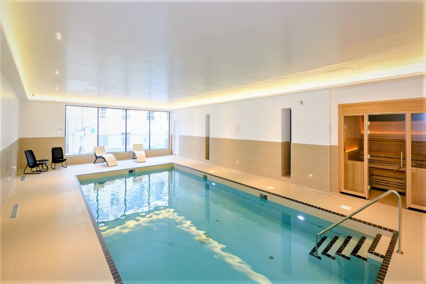 Byron's indoor heated swimming pool is 11m long and provides a source of fun for the whole family!